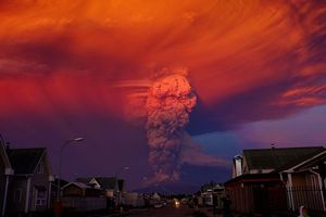 Photo free eruption, calbuco volcano, los-lakes
