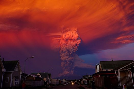 Photo free eruption, calbuco volcano, los-lakes