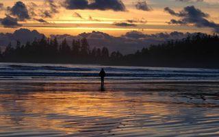 Бесплатные фото река,человек,берег,деревья,небо,закат,облака