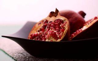 Фото бесплатно тарелка, фрукты, гранаты, зерна, косточки, кожура