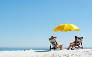Бесплатные фото отдых, пляжные скамейки, пляжный зонт, пара