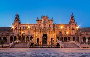 Фото бесплатно Плаза-де-Эспанья, это площадь расположена в парке Марии Луизы в Севилье, Испания
