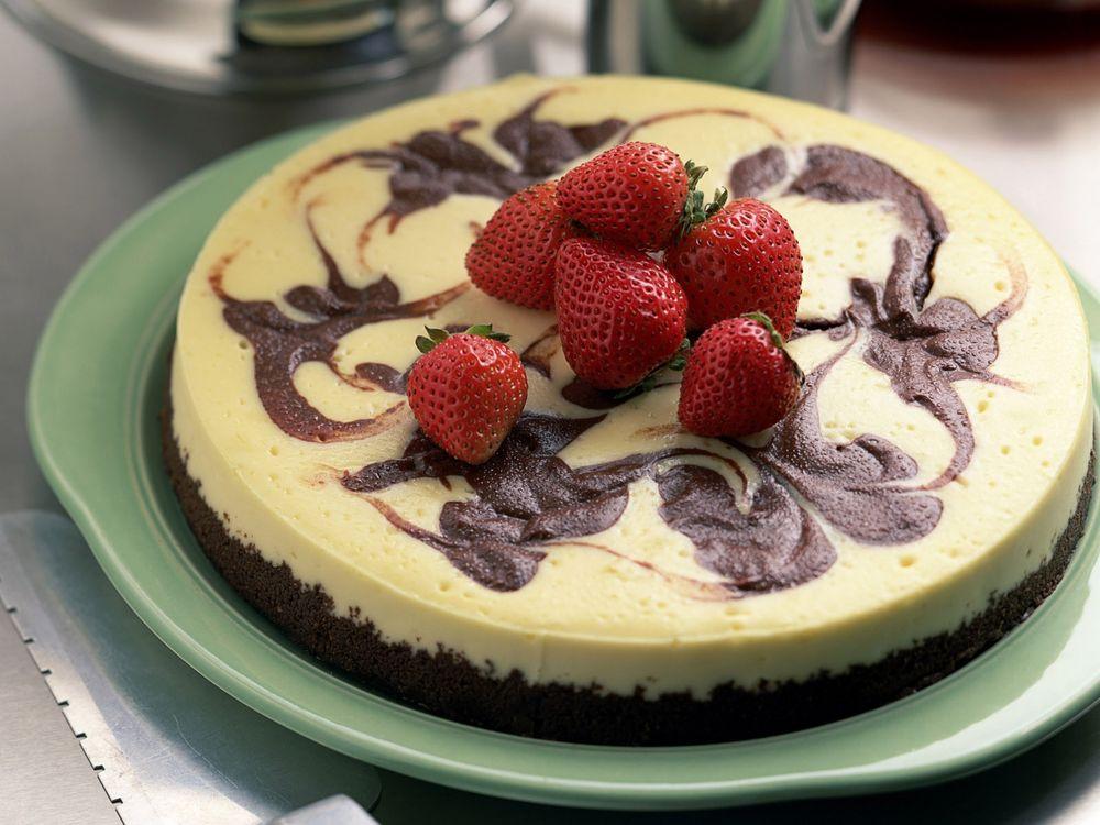 Фото бесплатно десерт, клубника, тарелка - на рабочий стол