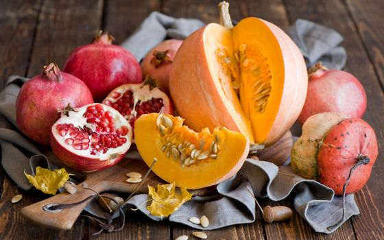 Photo free pomegranate, grains, pumpkin