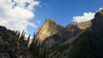 Бесплатные фото горы,скалы,камни,трава,деревья,небо,облака