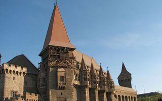 Бесплатные фото замок,крыши,башни,окна,небо
