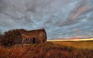 Бесплатные фото заброшенный,старый,дом,поле,трава,осень