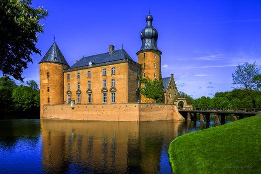 Фото бесплатно Gemen, замок, стоит в парковой зоне Мюнстерланда в бывшей болотистой реки Аа