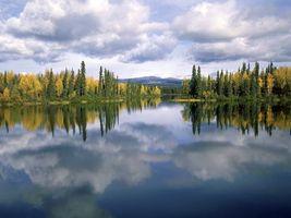 Фото бесплатно осень, озеро, гладь, отражение, деревья, небо, облака