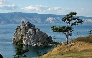 Фото бесплатно берег, деревья, скала, озеро, горы, небо