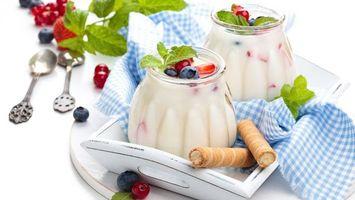 Фото бесплатно десерт, ягоды, трубочки