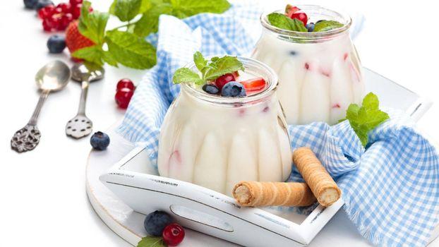 Photo free dessert, berries, straws