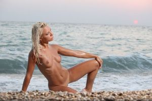 Бесплатные фото gertruda,модель,красотка,голая,голая девушка,обнаженная девушка,позы