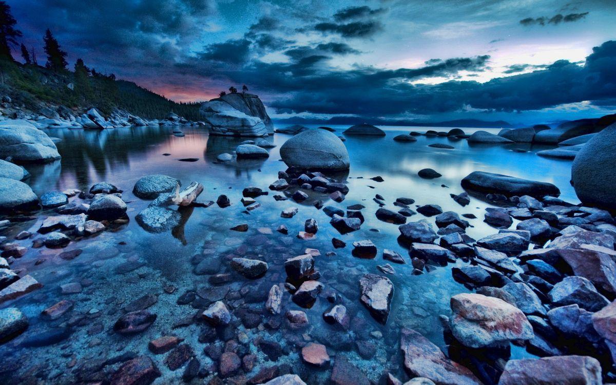 Фото бесплатно озеро, камни, берег, горы, деревья, небо, облака, природа