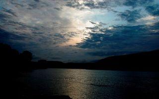Бесплатные фото вечер,река,берега,небо,облака