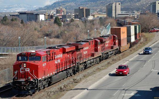 Бесплатные фото железная дорога,поезд,локомотив,вагоны,дорога,автомобили,дома,здания,деревья