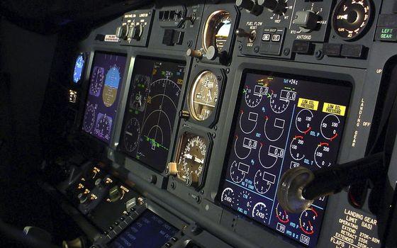 Фото бесплатно самолет, панель, приборы, экраны, датчики, переключатели