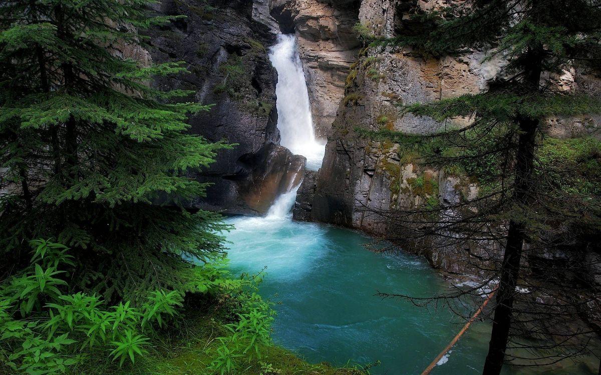 Фото бесплатно скалы, камни, водопад, река, деревья, трава, природа