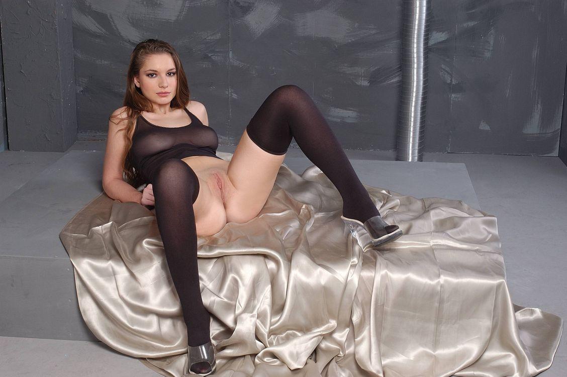 Обои LIA B, модель, эротика, красотка, девушка, голая, голая девушка, обнаженная девушка, позы, поза на телефон | картинки эротика