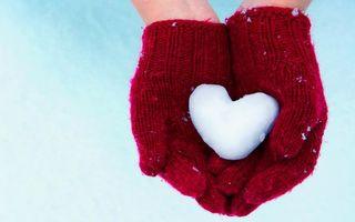 Бесплатные фото руки,перчатки,красные,ладошки,снежок,сердце