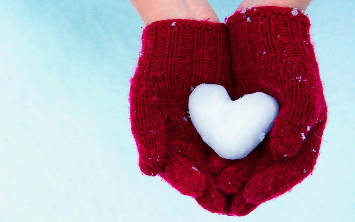 Фото бесплатно руки, перчатки, красные, ладошки, снежок, сердце, разное