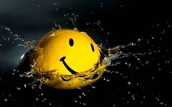 Бесплатные фото смайлик в воде,брызги,улыбка,капли