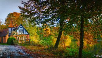 Бесплатные фото осень,водоём,озеро,дорога,деревья,домик,пейзаж