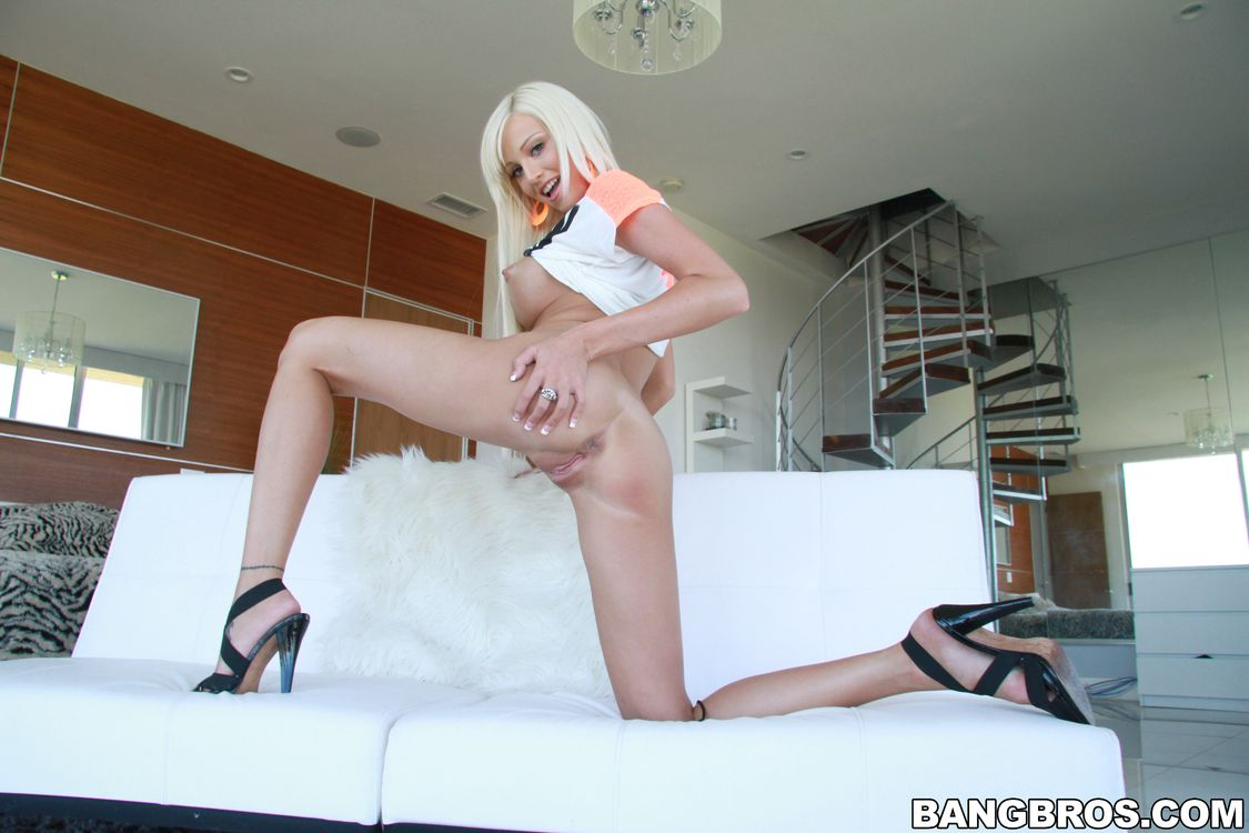 Фото бесплатно Rikki Six, Bailey Skye, Breeana Ashley, девушка, модель, красотка, голая, голая девушка, обнаженная девушка, позы, поза, сексуальная девушка, эротика, Настоящее имя-Bailey Skye, эротика