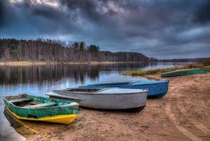 Бесплатные фото Россия,озеро Селигер,закат,берег,лодки,лес,деревья