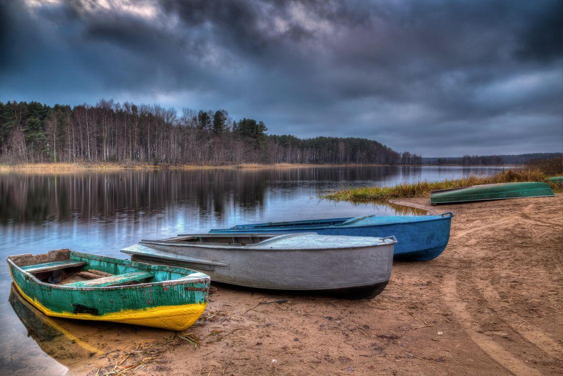 Фото бесплатно Россия, озеро Селигер, закат, берег, лодки, лес, деревья, пейзаж, пейзажи