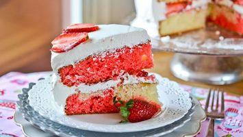 Бесплатные фото торт,коржи,крем,ягода,клубника,тарелка,вилка