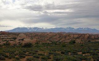 Бесплатные фото долина,трава,горы,вершины,снег,небо,облака