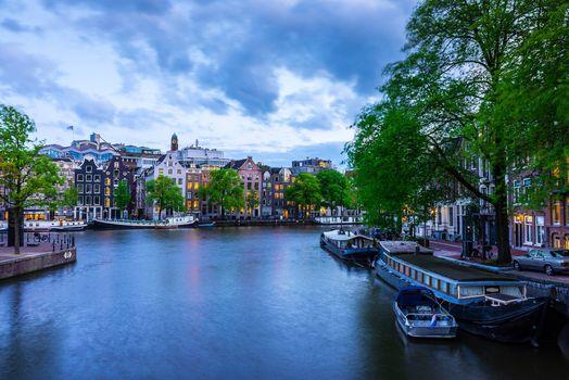 Картинка про столица и крупнейший город нидерландов, амстердам