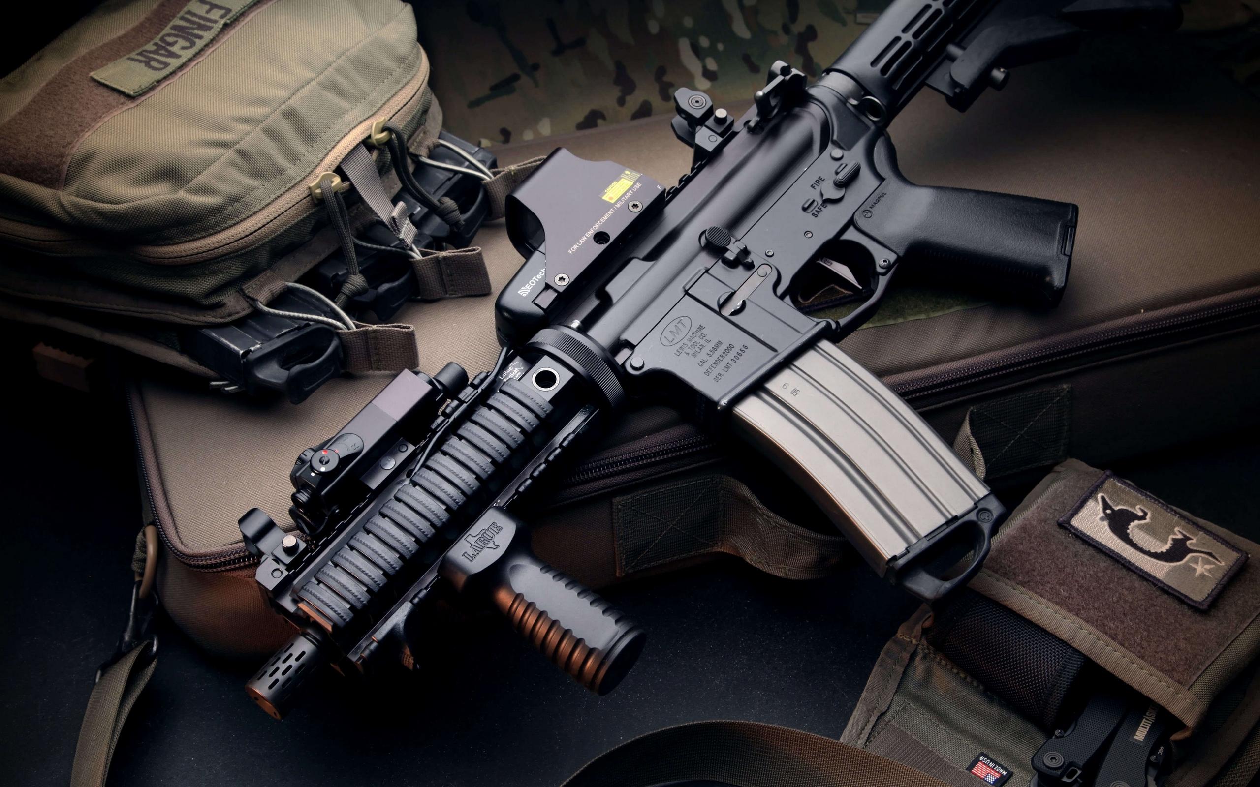 обои для стола машины и оружие № 634922 загрузить