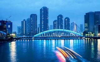 Бесплатные фото дома,небоскребы,река,мост,огни,катер,фото с выдержкой