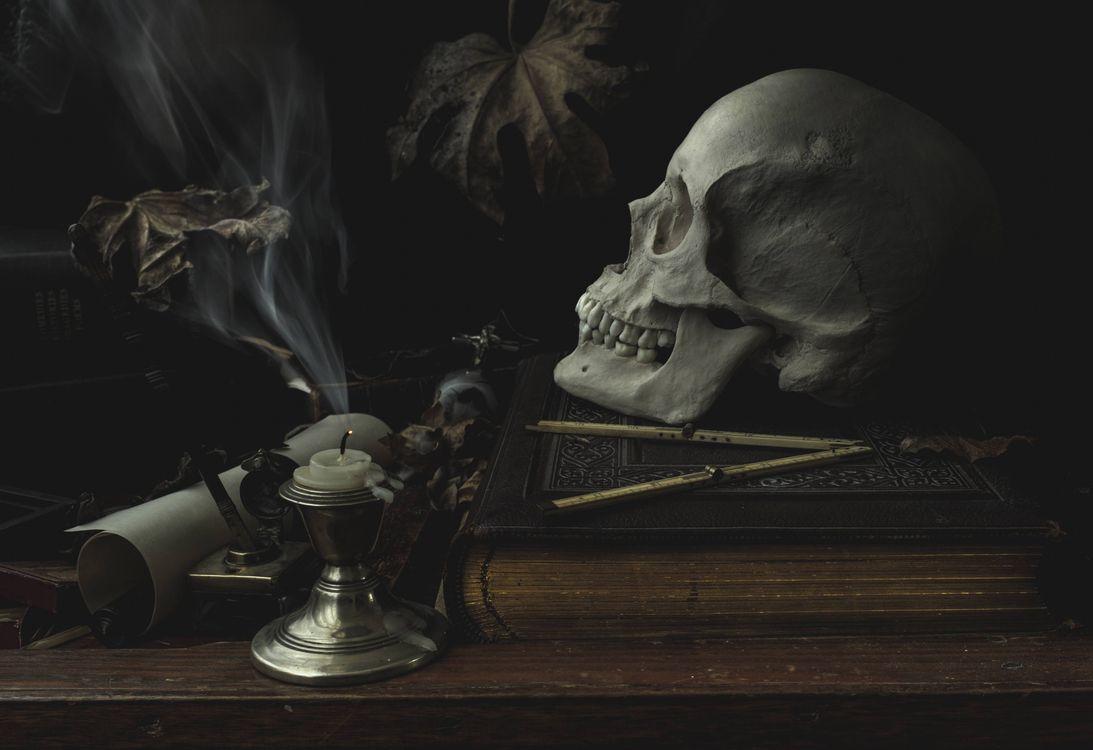 Фото бесплатно череп, свеча, натюрморт - на рабочий стол