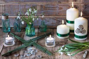 Бесплатные фото Свечи,цветы,весна,Языческий,Друидизм,подснежники,натюрморт