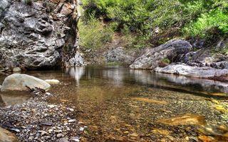 Фото бесплатно гора, скалы, растительность, камни, река, вода