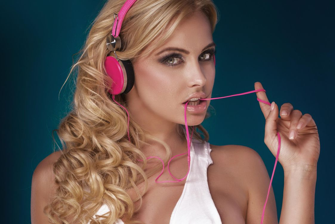 Photos for free girl, model, headphones - to the desktop