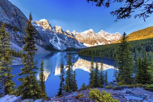 Фото бесплатно Moraine Lake, Banff National Park, Alberta