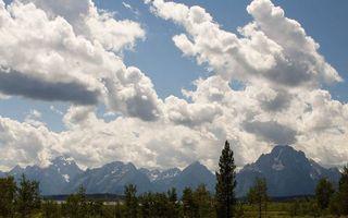 Бесплатные фото деревья,трава,горы,вершины,снег,небо,облака