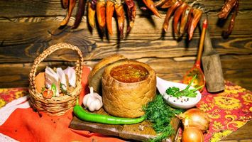 Бесплатные фото лук,чеснок,хлеб,борщ,сало,укроп,перец