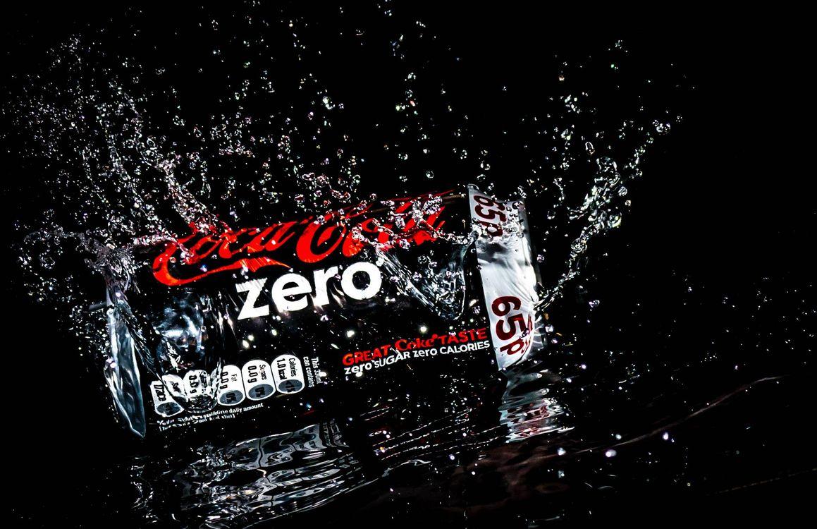 Фото бесплатно Всплеск, брызги, вода, Coca-Cola, Кока-Кола, Splash zero, чёрный фон, напиток, напитки