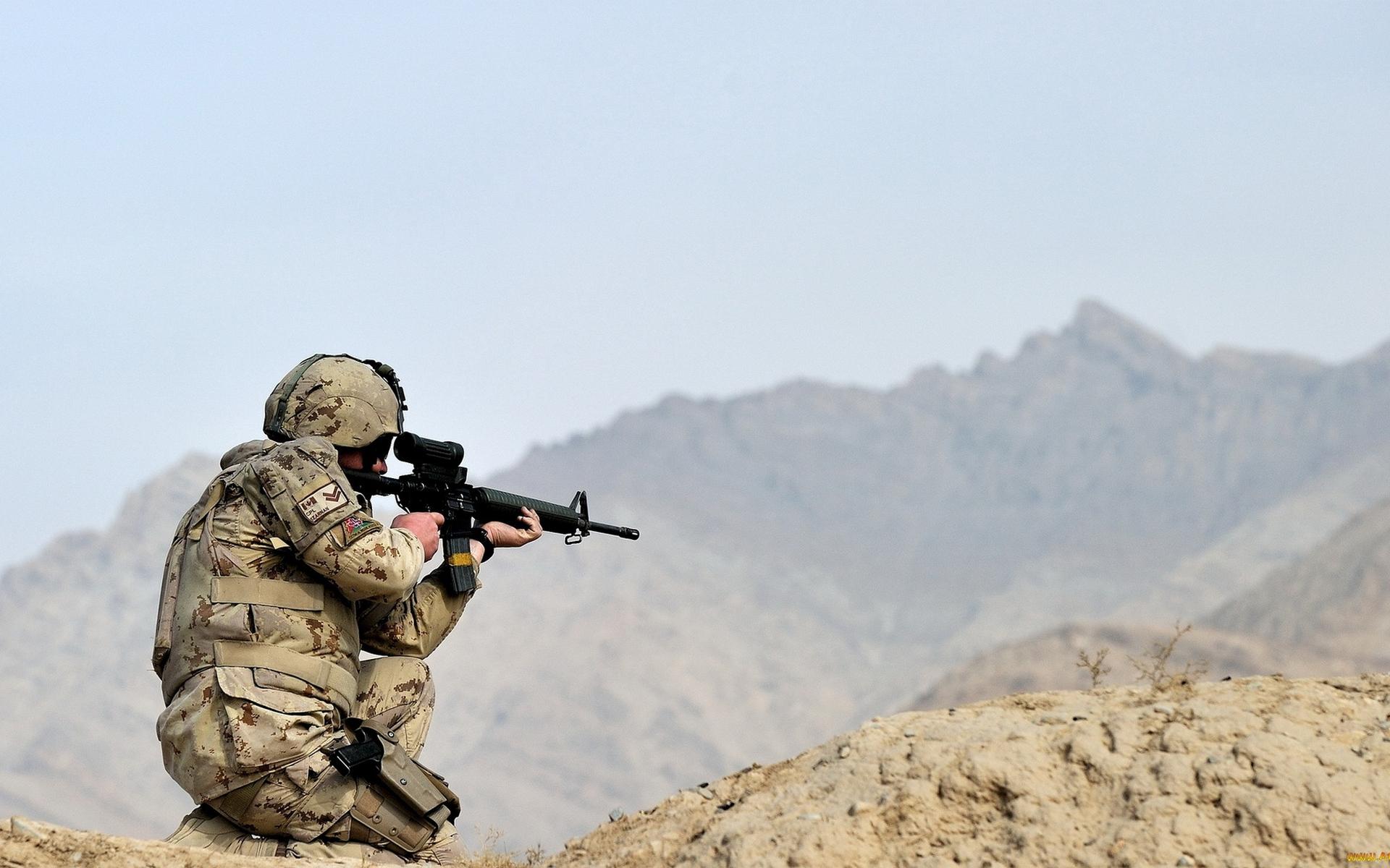 Обои солдат, амуниция, шлем, оружие