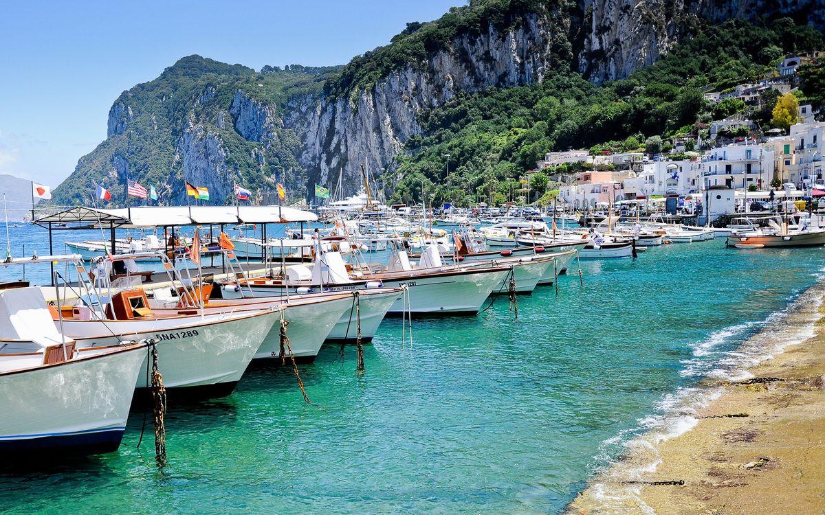 Фото бесплатно побережье, скалы, городок, бухта, море, порт, лодки, катера, яхты, разное