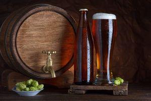 Фото бесплатно бочка, пиво, хмель, бокал, бутылка, напиток