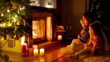 Фото бесплатно семья, камин, новогодние настроение