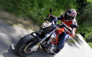 Бесплатные фото мотоциклист,шлем,куртка,байк,дорога,скорость