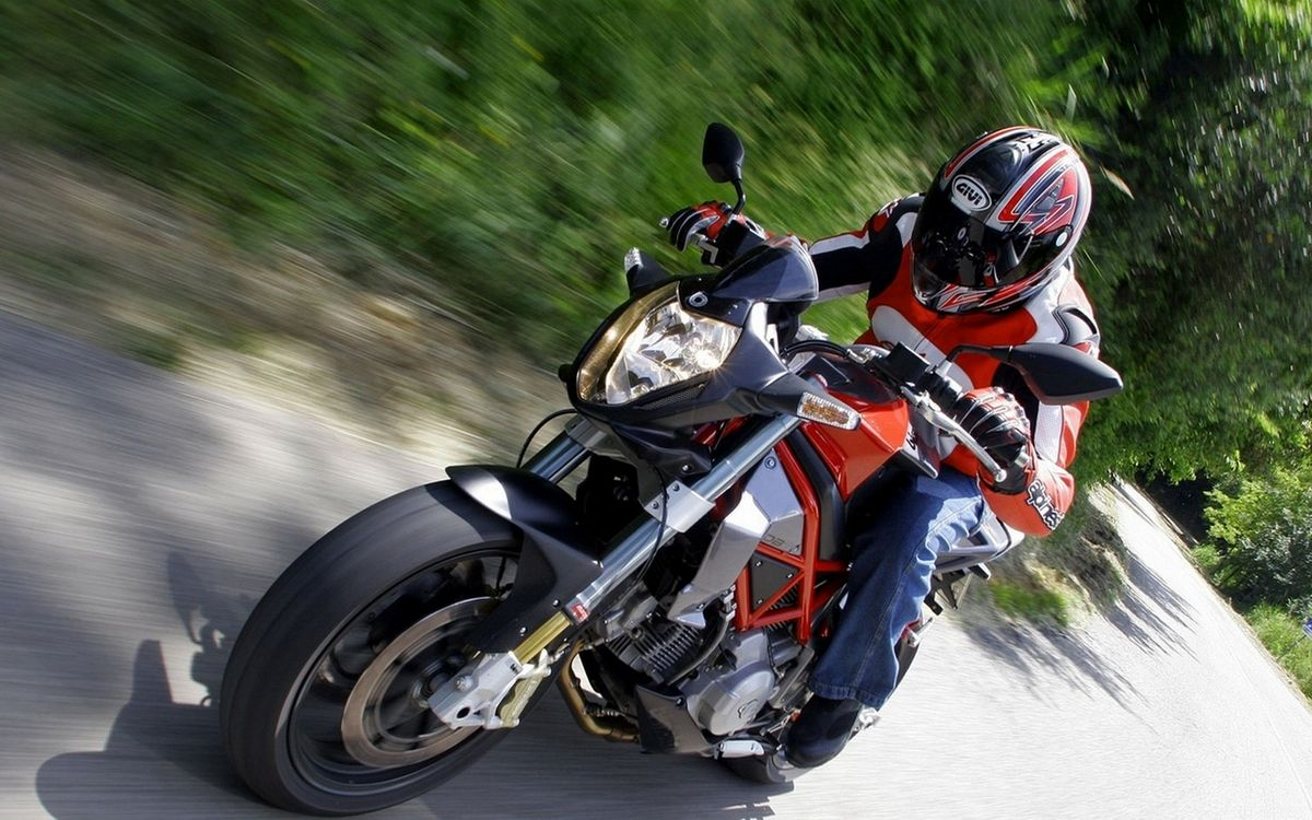 Фото бесплатно мотоциклист, шлем, куртка - на рабочий стол
