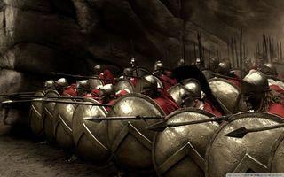 Фото бесплатно 300 спартанцев, щиты, шлемы